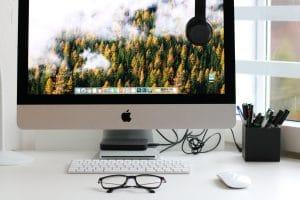 apple desktop computer on desk