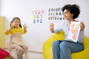 teacher teaching kids numbers in a classroom